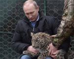 (تصویر) «پلنگ ایرانی» در آغوش پوتین