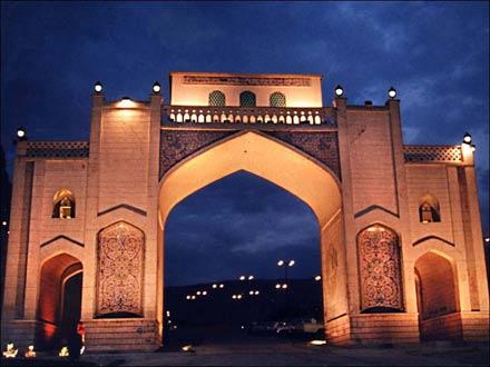 اشنایی بادروازه قران شیراز