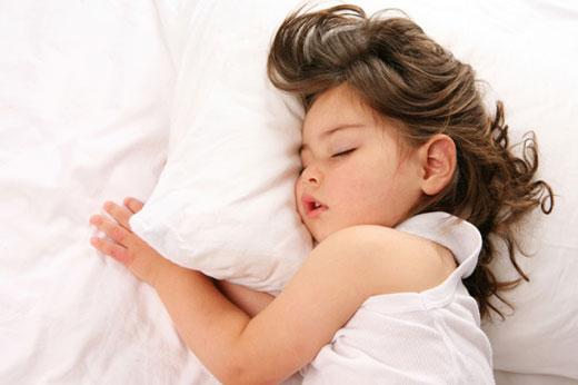 چرا بعضی کودکان دیر به خواب می روند؟