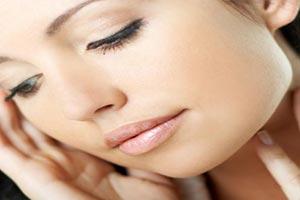 پاك كردن آرایش با صابون باعث خشكی پوست میشود
