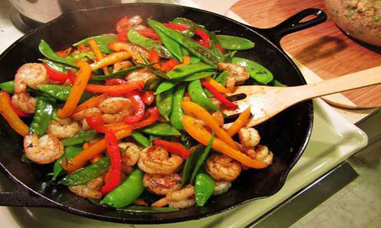 طرز تهیه میگو با سبزیجات