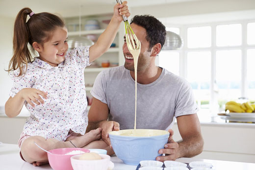 اگر دختر دارید، با این اصول پدری کنید