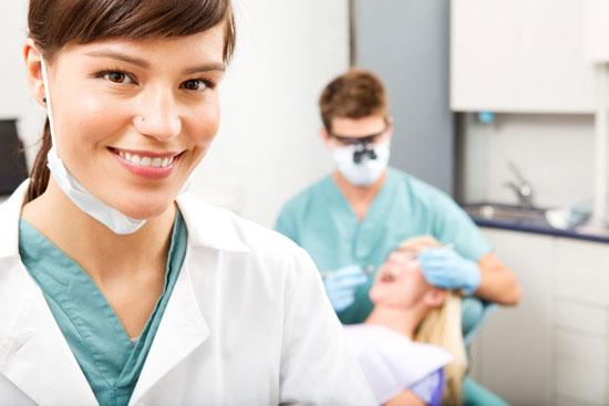 بررسی قیمت درمان دندان در ایران با دنیا(اسلایدشو)