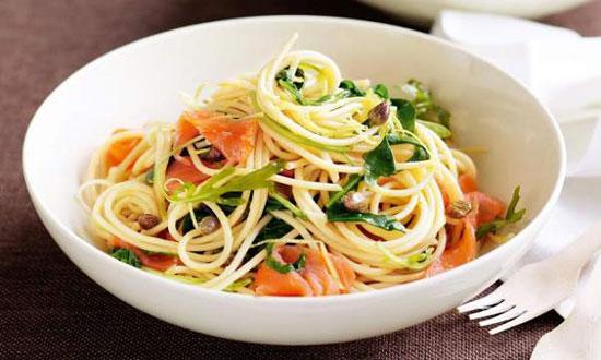اسپاگتی با ماهی سالمون دودی