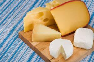 چطور پنیری خوشمزه سر سفره بگذاریم