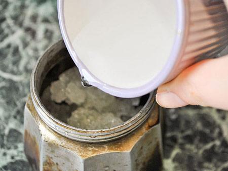 تمیز کردن ظروف سوخته, نحوه تمیزکردن قهوه جوش سوخته