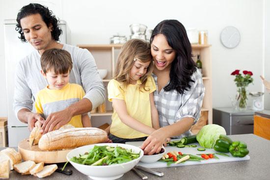 نکات و ترفندهایی برای آموزش آشپزی به کودکان