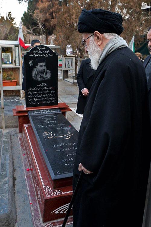 عکس: رهبری بر مزار شهید طهرانی مقدم