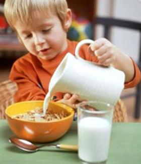 کودکان را برای صبحانه سر شوق بیاورید