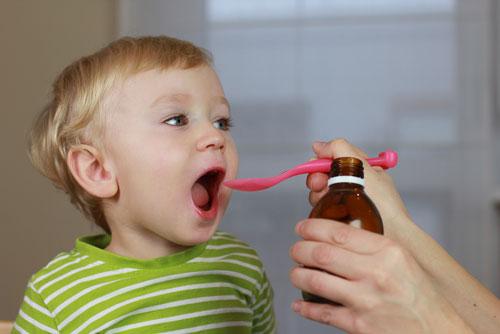 13 نکته درباره دارو دادن به کودکان