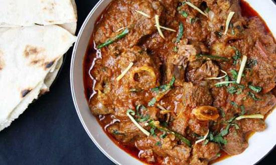 طرز تهیه قورمه گوجه فرنگی با گوشت و ماست