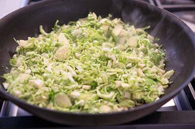 طرز تهیه انواع سالاد کلم, مواد لازم برای سالاد کلم بروکسل