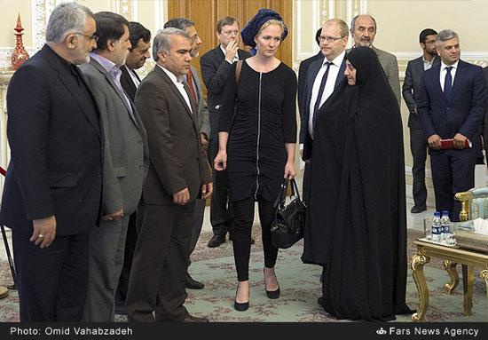 عکس: پوشش نماینده زن پارلمان اروپا در ایران