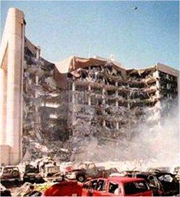 ساختمان فدرال  در اکلاهماسيتي پس از انفجار