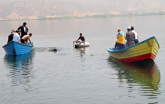 (تصاویر) در جستجوی 2غرقشدۀ دریاچه زریوار