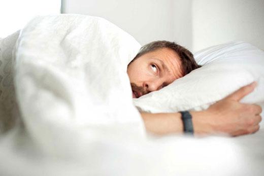 این عادات غذایی خوابتان را خراب می کند