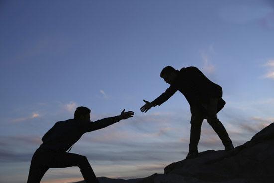 چه زمانی به یکدیگر کمک نکنیم؟