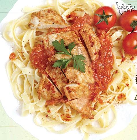 تالیاتلی با سس گوجه  فرنگی و مرغ