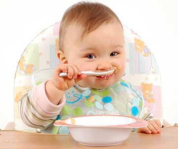 آشنا کردن کودک با غذای جامد,تغذیه کودک,غذای کودک