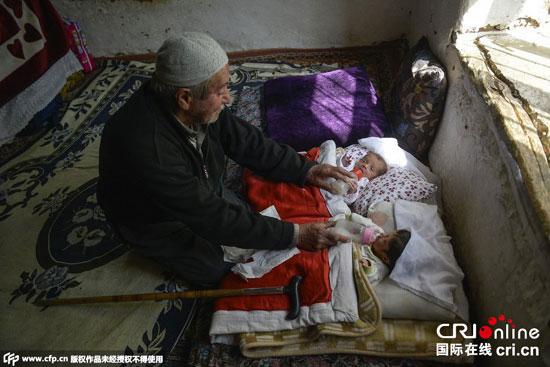 پیرمرد 85 ساله ترک باردیگر پدر شد+ عکس