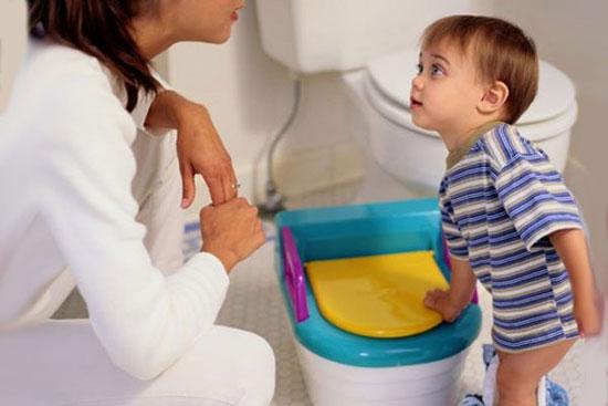 کودکتان از دستشویی رفتن فرار میکند؟/ 5 نکته درباره مواجهه با این وضعیت