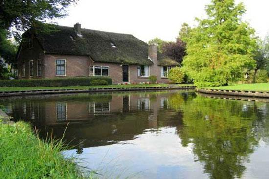 دهکدهای زیبا بدون حتی یک خیابان در هلند + عکس