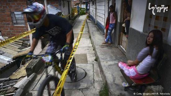 مسیر عجیب مسابقه دوچرخهسواری شهری از وسط خانهها