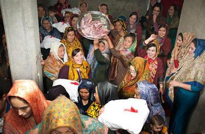 آداب و رسوم, جشن عروسی ترکمن, لباس محلی مردم ترکمن