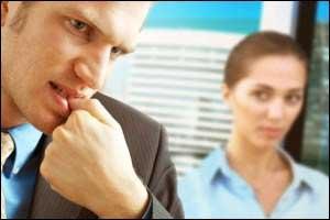 آیاهنگام عصبانیت با ناخن هایتان بازی می کنید؟