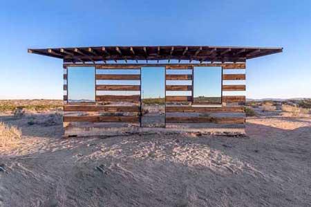 کلبه ای صحرایی ساخته شده از آینه و صفحه های LED ، کالیفرنیا