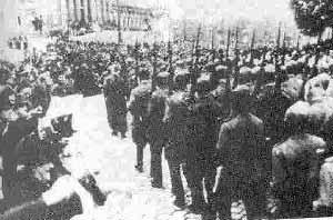 سربازان شوروي در خيابانهاي شهر وين