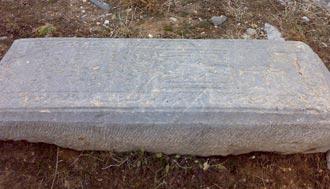 احکام,احکام دینی,قبراموات,پا گذاشتن روی قبراموات