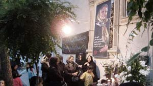 در اولین شب جمعهی بدون او ،هنرمندان و علاقهمندان در خانه حمیده خیرآبادی