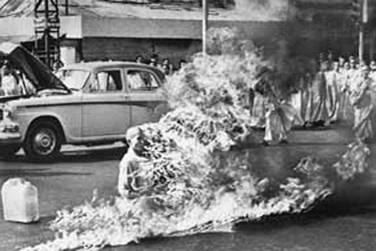 خودسوزی راهب بودایی ویتنامی +عکس
