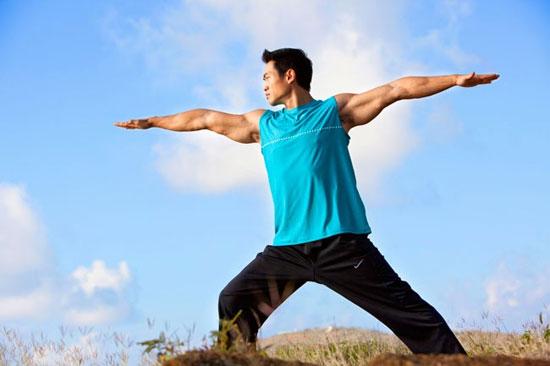 ۶ دلیل برای اینکه مردان هم باید یوگا انجام دهند