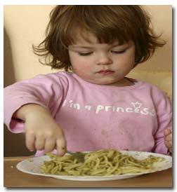 کودکانی که خود غذا میخورند سالم ترند