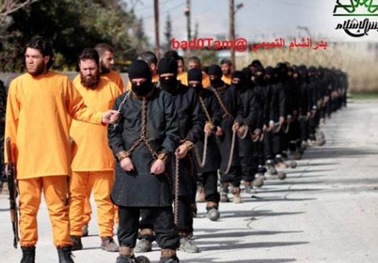 تصاویر اعدام اعضای داعش به شیوه خودشان!