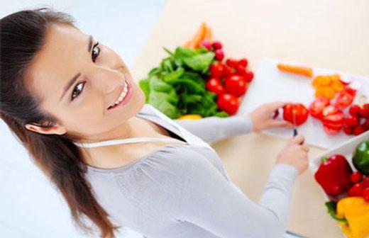 غذاهایی که کمک می کند تا شما جوان تر به نظر آیید