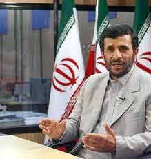 توصیه احمدینژاد به قذافی: به خواست مردم تن دهید/ چطور ممکن است فردی مردم خود را بکشد؟