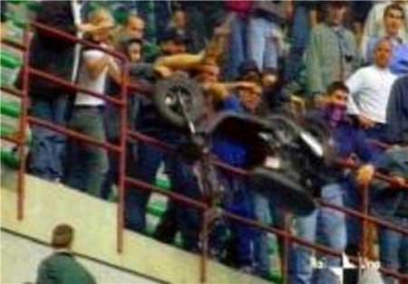 پرتاب کله خوک , زمین فوتبال