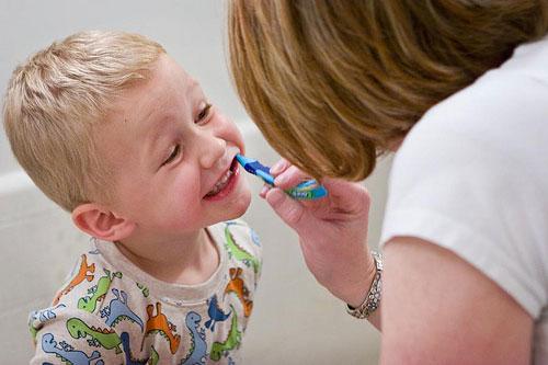 مراقبت صحیح از دندانهای کودکان