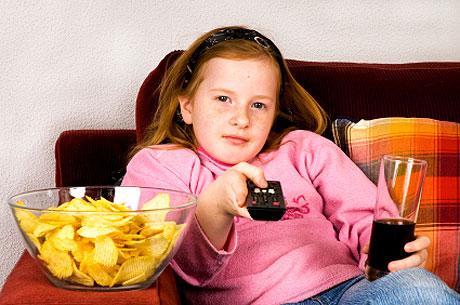 مراقب غذا خوردن کوچولوها باشید