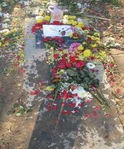 تصاویر: سنگ قبر هنرمندان معروف ایرانی5