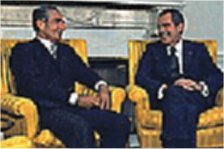 نيكسون و شاه در يكي از ديدارهاي دوستانه