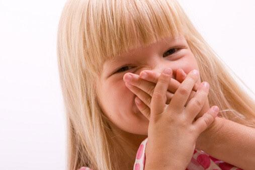 علت بوی بد دهان بچه