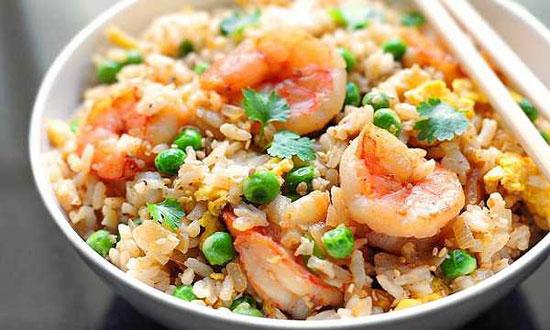 برنج سرخ کرده با میگو