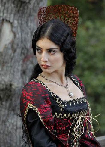 بازیگر نقش آیتن در سریال کارادایی,آیتن در سریال کارادایی